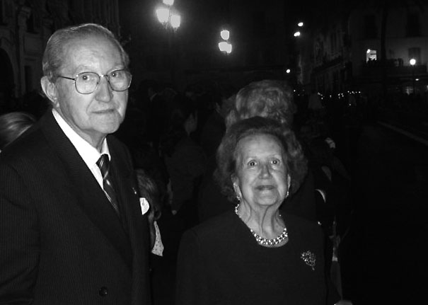 Mi padre, Francisco Navarro, con mi madre, María Pilar de Rivas, en la plaza de San Francisco