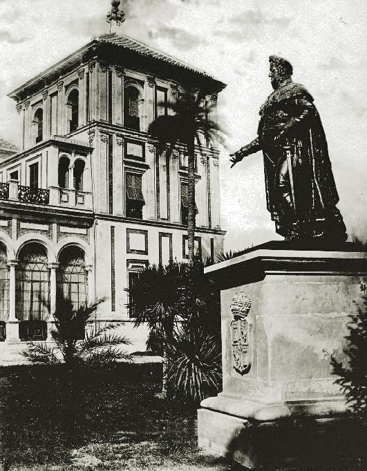 La estatua de Fernando VII en los jardines de San Telmo