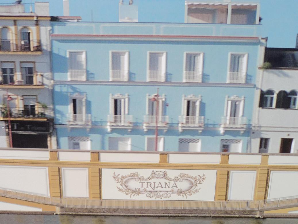Azulejo ponieno Triana en la zapata de la calle Betis