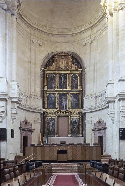 Vista de la nave central. Retablo. Autor:  Francisco Javier Romero García. Fuente: Instituto Andaluz del Patrimonio Histórico